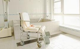 安全な車椅子用浴室
