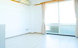 設備の整った明るい居室