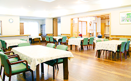 落ち着いた雰囲気の食堂